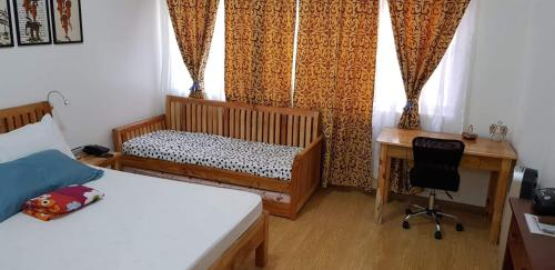 A bed or beds in a room at Deanettes Cozy Place