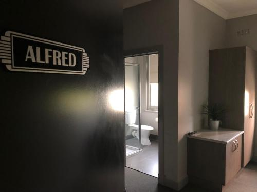 A bathroom at The Royal Hotel, Drouin