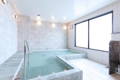 The swimming pool at or close to HOTEL HILLARYS Shinsaibashi
