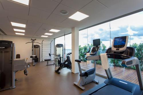 The fitness centre and/or fitness facilities at Hotel Fasano Salvador
