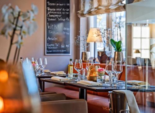 Ein Restaurant oder anderes Speiselokal in der Unterkunft Romantik Hotel Schubert