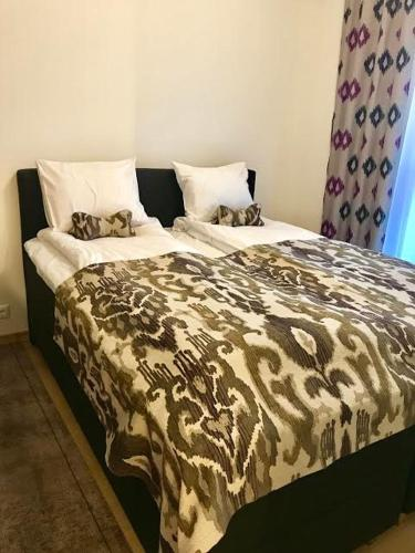 A bed or beds in a room at Karlson Boutique Apart Hotel