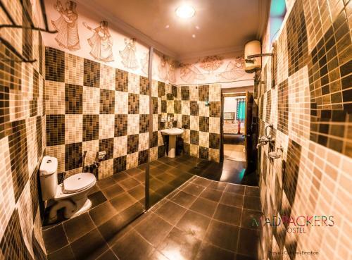 A bathroom at Madpackers Pushkar