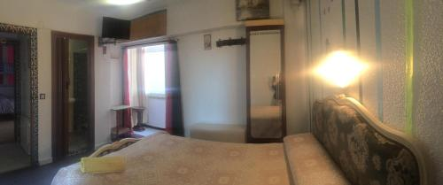 A bed or beds in a room at Hostal Flamenco Camaron