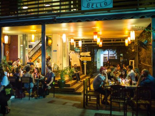 A restaurant or other place to eat at Ostello Bello Bagan