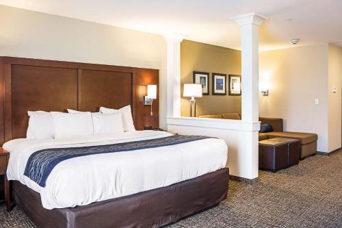 Cama o camas de una habitación en Comfort Inn & Suites Niagara Falls Blvd USA