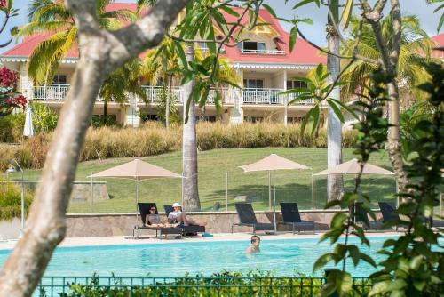 Piscine de l'établissement Résidence Pierre & Vacances Premium Les Tamarins ou située à proximité