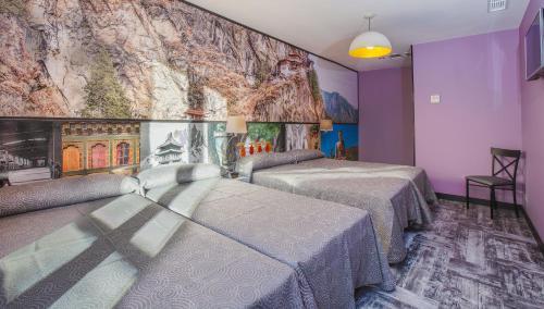 Een bed of bedden in een kamer bij Jc Rooms Jardines