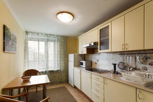 Кухня или мини-кухня в Апартаменты на Сухаревской