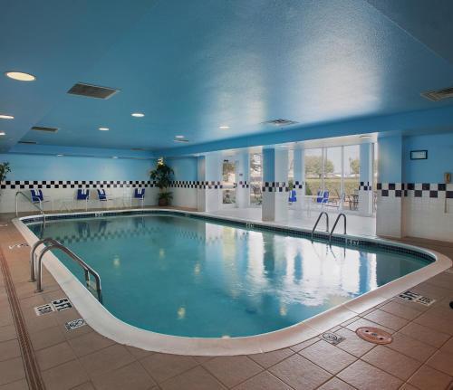 The swimming pool at or near Hilton Garden Inn Bentonville Rogers