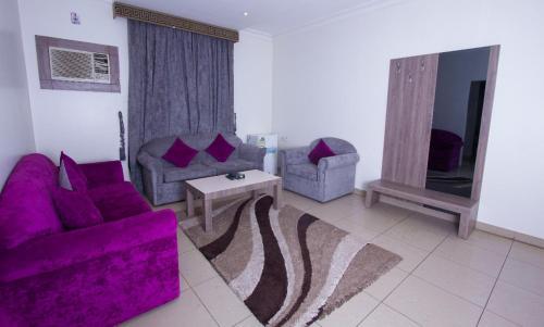 Uma área de estar em Almakan Hotel 107