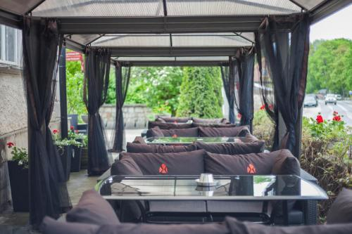 A restaurant or other place to eat at Arensburg Boutique Hotel & Spa