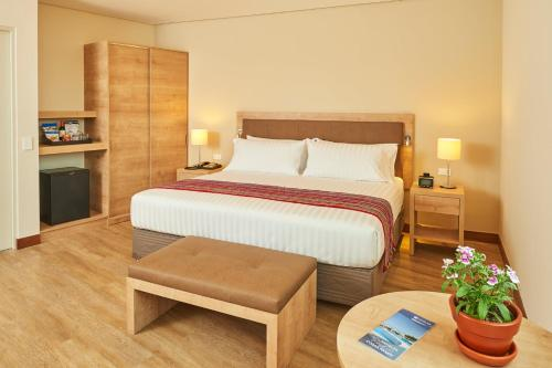 A bed or beds in a room at Hotel Estelar San Isidro