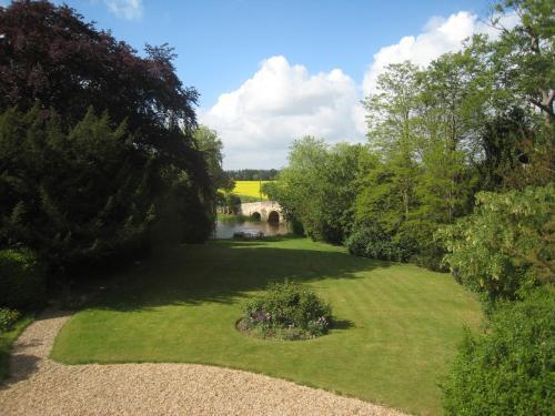 A garden outside Castle Farm Guest House