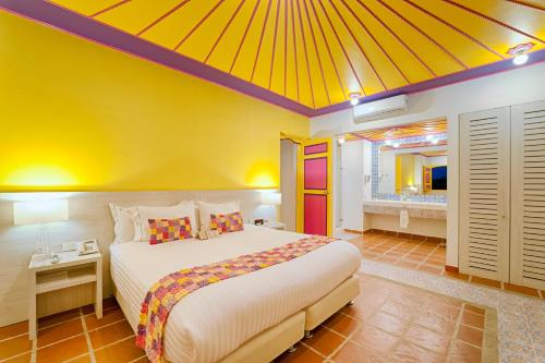 A bed or beds in a room at Hotel Mocawa Resort