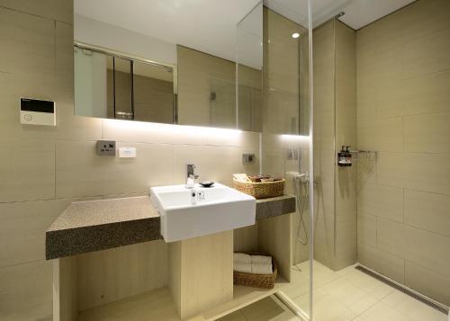 A bathroom at Via Hotel Taipei Station