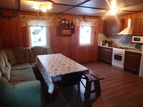 A kitchen or kitchenette at Gornolyznaya Izba