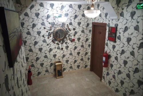 A bathroom at Dar El Aaz