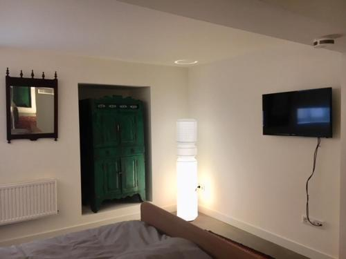 A television and/or entertainment center at Inpetto-Inn