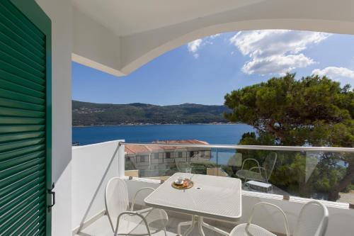 Een balkon of terras bij Anthemis Hotel Apartments