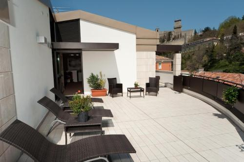 A porch or other outdoor area at Hotel Joli