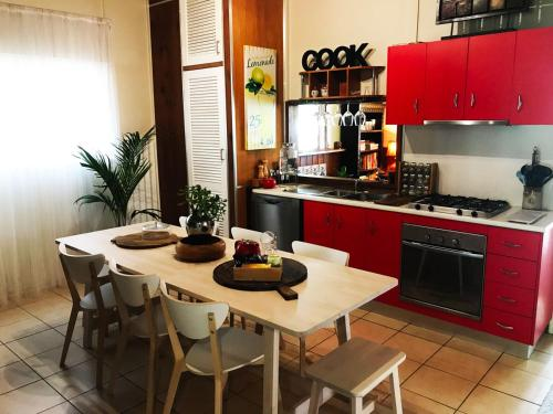 A kitchen or kitchenette at Inner City Hideaway - CBD