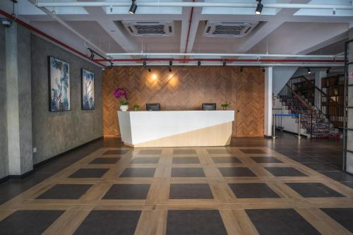 The lobby or reception area at 3-Plus Hotel
