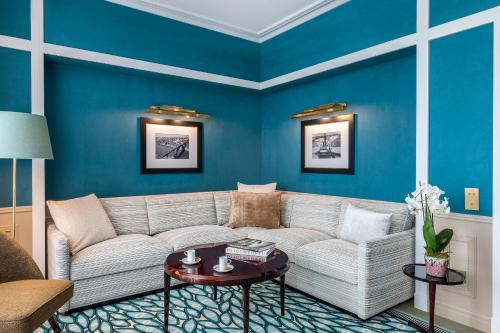 A seating area at Maison Albar Hotels Le Monumental Palace