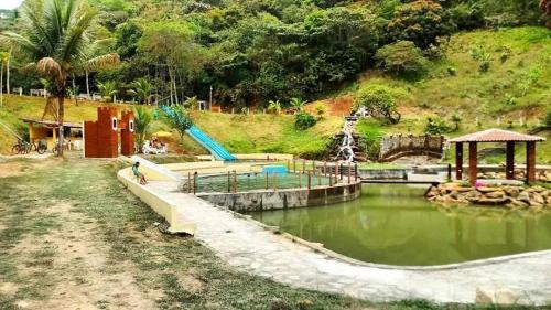 A piscina localizada em Pousada Vale dos Lagos ou nos arredores