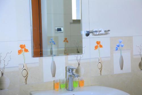 A bathroom at Kerawi international hotel