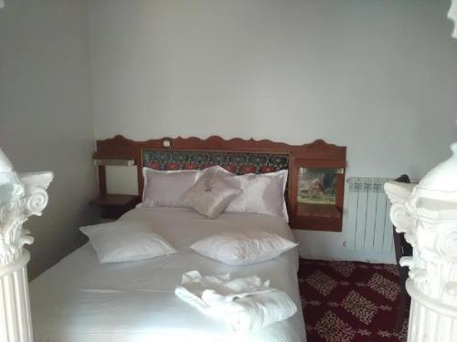 A bed or beds in a room at Mimosa Palace