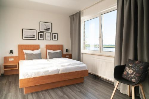 A bed or beds in a room at Hotel Rheinpromenade8
