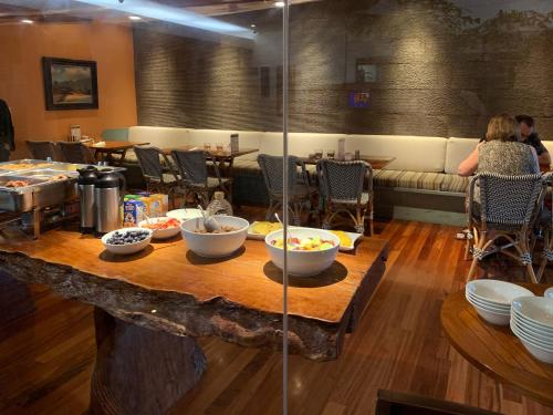 A restaurant or other place to eat at Luana Waikiki Hotel & Suites