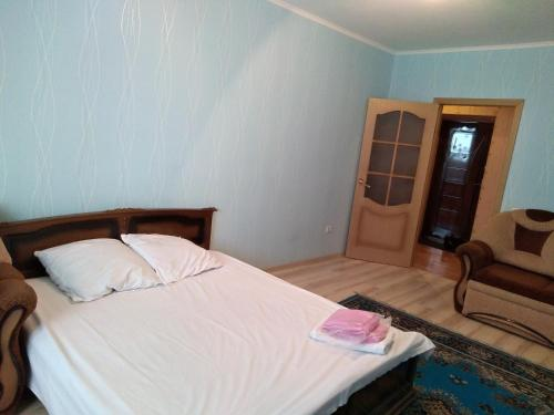 Кровать или кровати в номере Квартира на Лескова 3