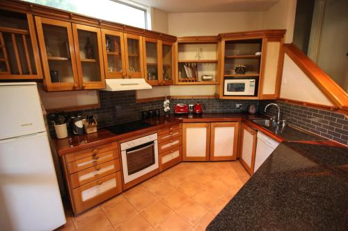 A kitchen or kitchenette at The Lodges