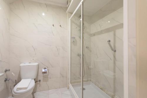 Un baño de Grande Hotel de Paris