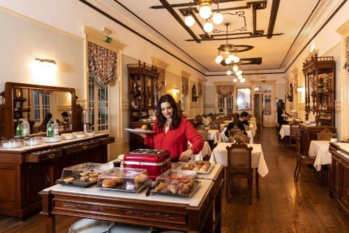 Um restaurante ou outro lugar para comer em Grande Hotel de Paris