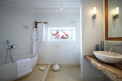 A bathroom at Belvedere Mykonos - Waterfront Villa & Suites