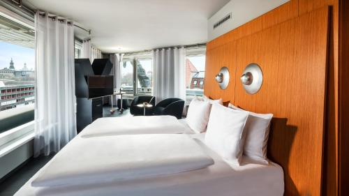 A bed or beds in a room at Penck Hotel Dresden