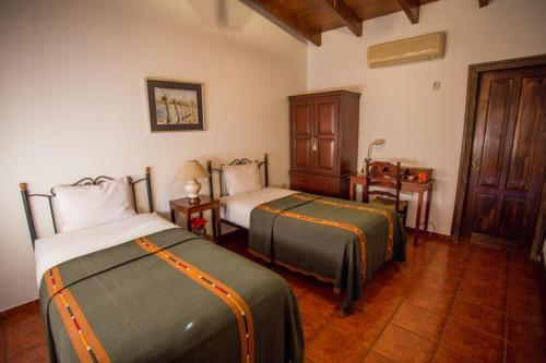 A bed or beds in a room at Hotel Don Udo's