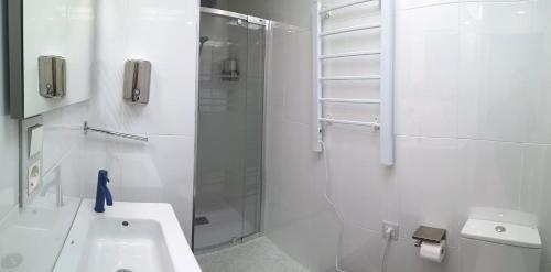 A bathroom at Malagueta Playa 11