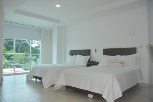 Кровать или кровати в номере Towers100 Aparta Estudios