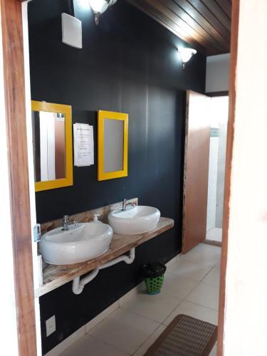 A bathroom at Ti Hostel Trindade
