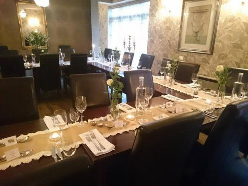 A restaurant or other place to eat at Satis House Hotel