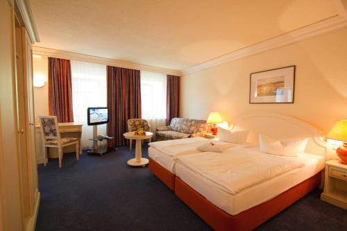 Ein Bett oder Betten in einem Zimmer der Unterkunft Hotel Weißes Roß
