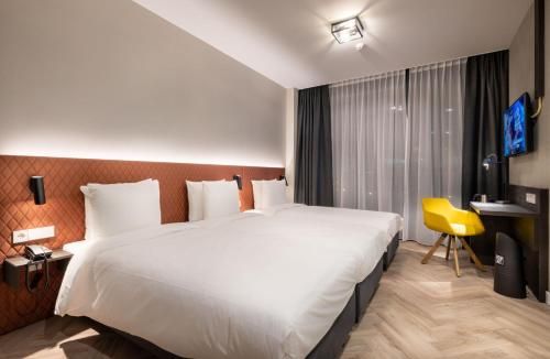 A bed or beds in a room at Hotel New Kit