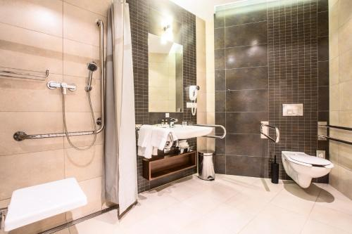 Łazienka w obiekcie Rado Resort Spa & Wellness