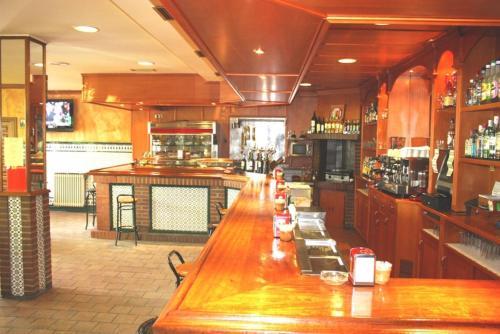 El salón o zona de bar de Hostal El Palomar