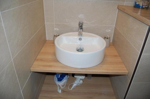 A bathroom at Le Kennedy