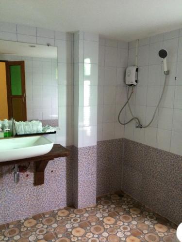Ein Badezimmer in der Unterkunft Apple Beachfront Resort